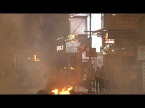 Hong Kong protesters attack Xinhua news agency