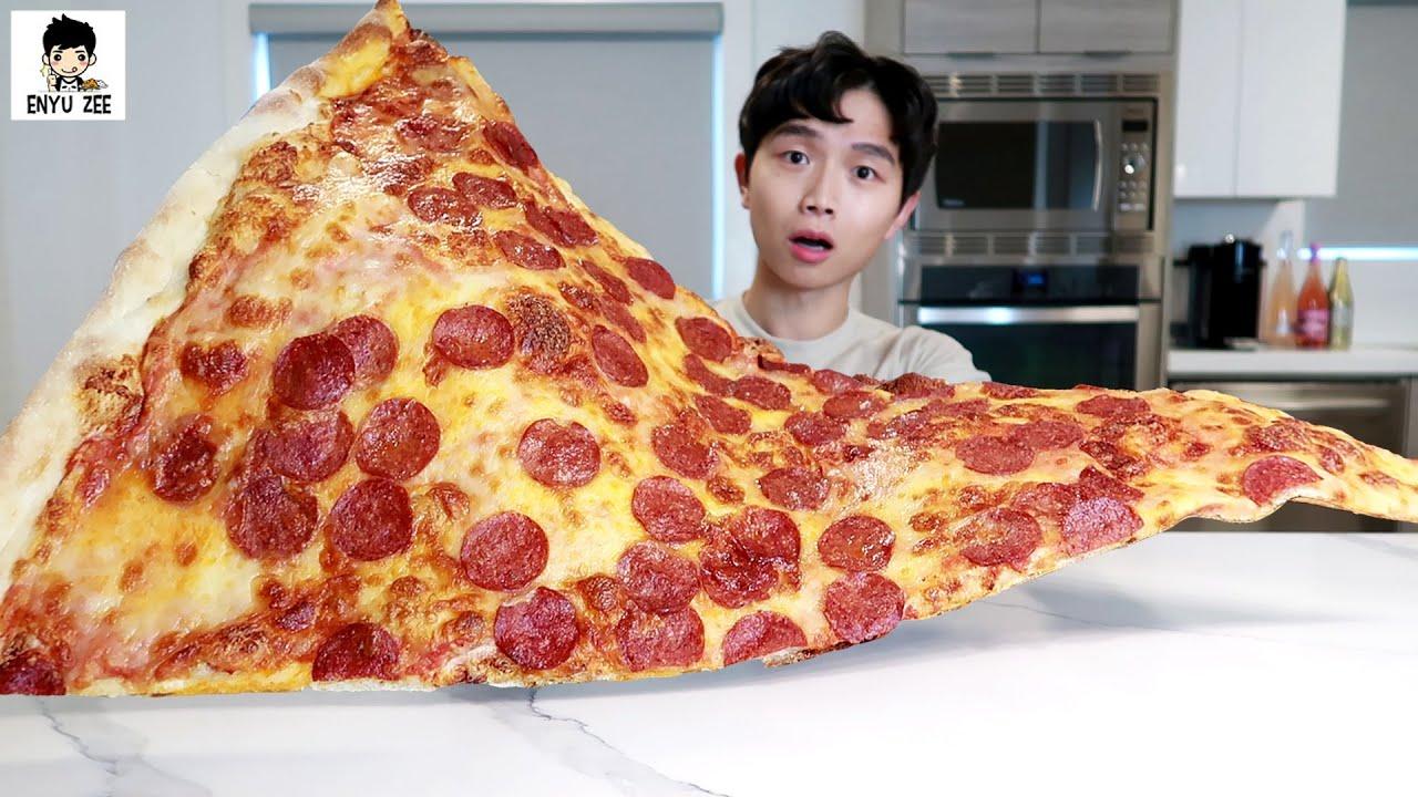 SUB)80CM GIANT SLICE OF PEPPERONI & CHEESE PIZZA [80cm피자먹방😎]