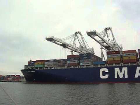 Ship loading at Oakland