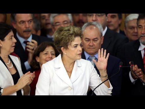Dólar sobe com atuação do Banco Central após saída de Dilma