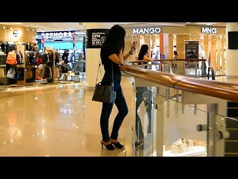 Central World - Largest Shopping Mall in Bangkok