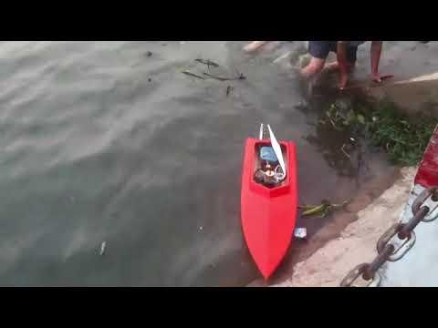 Ca nô cao tốc điều khiển từ xa - RC boat runing on the lake