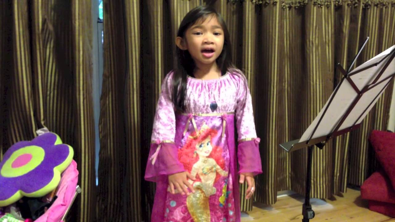 Talented 5 Year Old Who Sings Tomorrow (Annie) - Angelica Hale
