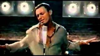 Mustafa Sandal featuring Gülcan performing: Aya Benzer - Turkish Version - Official Music Video