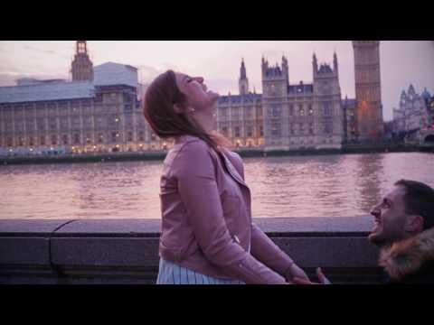 Romantic proposal at Big Ben in London