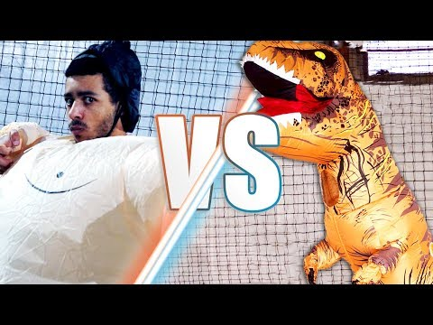 FOOT : T-REX VS SUMOS !