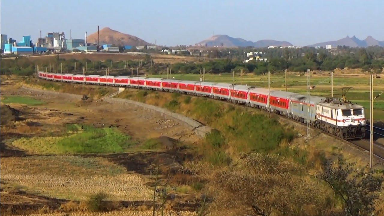 Push-Pull Rajdhani curving while crossing Bhagalpur - LTT Express!!!!