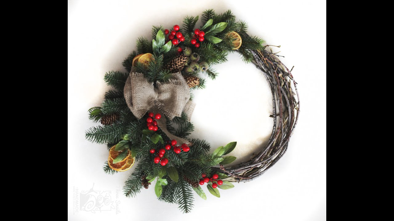 Diy christmas decorations how to make a christmas wreath for Christmas decoration ideas to make