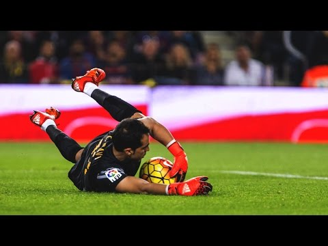 Claudio Bravo - Best Saves Show - FC Barcelona 15/16