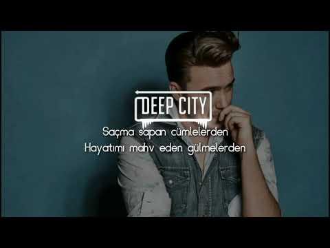 #mustafaceceli #saçmasapan #netd #glitch #lyrics Mustafa Ceceli - Saçma Sapan(Türk şarkı 1080p)