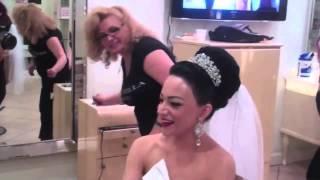 видео Свадебные прически с короной, диадемой и фатой на короткие, средние и длинные волосы
