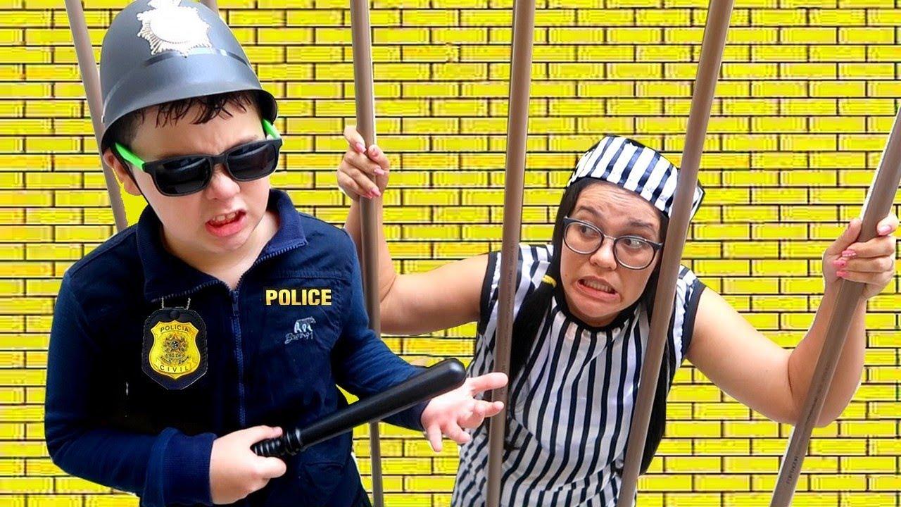 IGOR finge brincar de Policial E O BEBÊ GABRIEL SALVA O DIA image