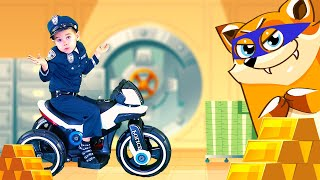 Pretend play police // The Policeman chasing the fox on the Power Wheels Bike