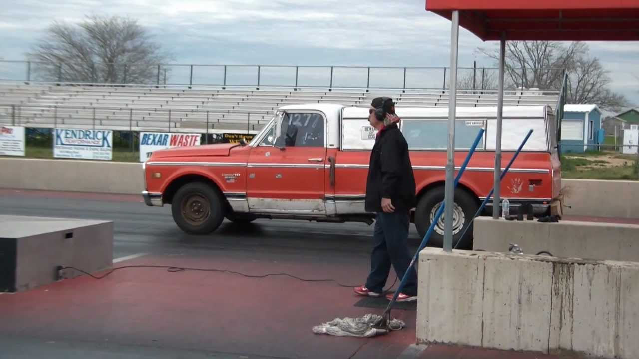 2012 truck shootout farmtruck wheelie youtube. Black Bedroom Furniture Sets. Home Design Ideas