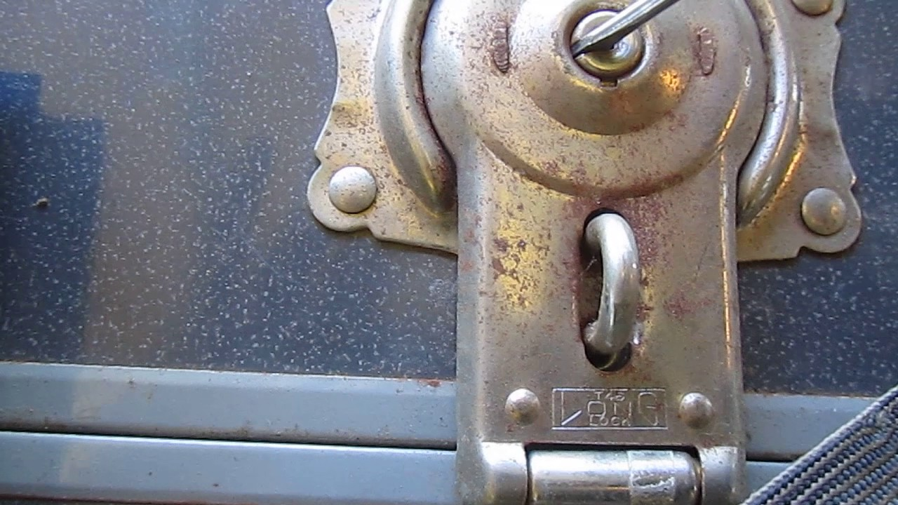 how to open an old vintage antique trunk or chest lock [ 1280 x 720 Pixel ]