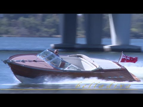 bella diva boat classic italian wooden speed boat for sale youtube. Black Bedroom Furniture Sets. Home Design Ideas