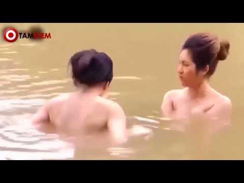 """Ngắm sơn nữ dân tộc Thái """"tắm tiên"""" dưới dòng suối, hồn nhiên giữa đất trời"""