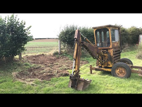 1979 Smalley Mini Digger Digging A Trench