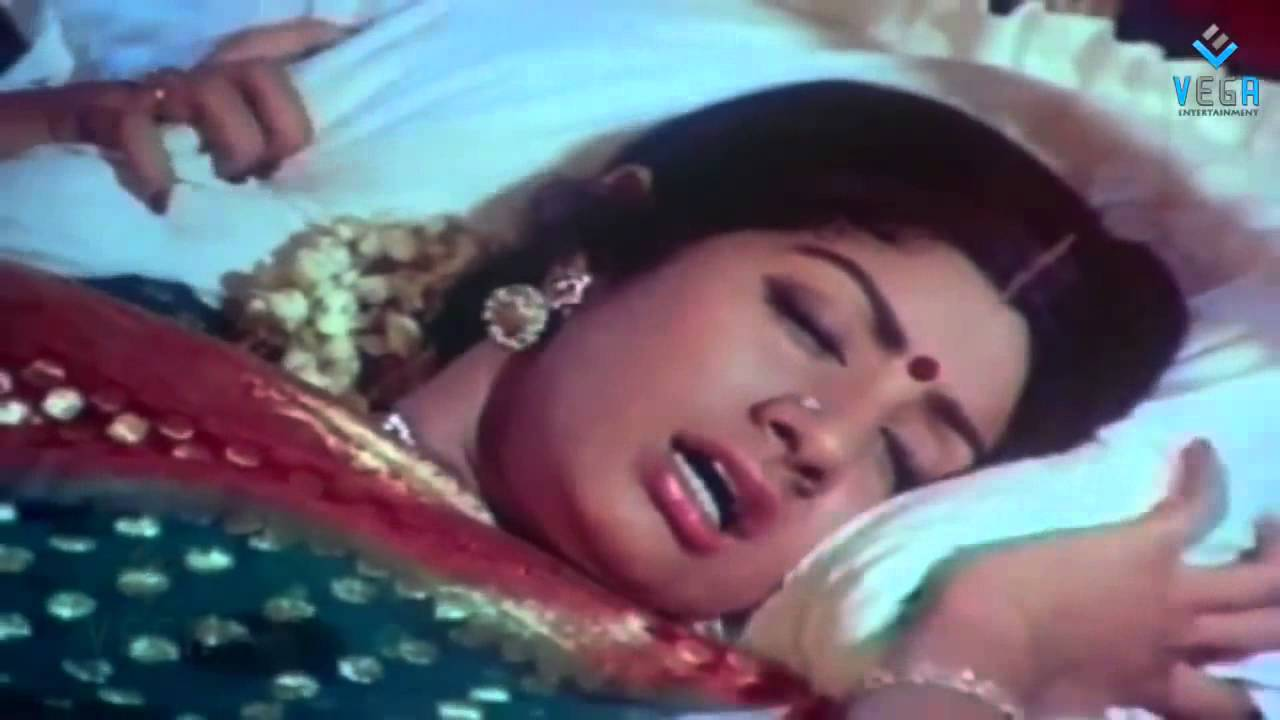 Download Pakalil oru iravu : Sridevi Marriage Day