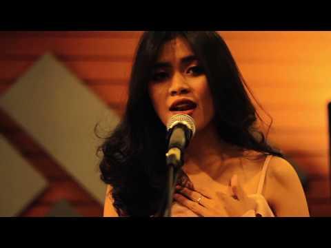Tata Janeeta Feat Maia Estianty - Sang Penggoda (Dias Widyas Cover)
