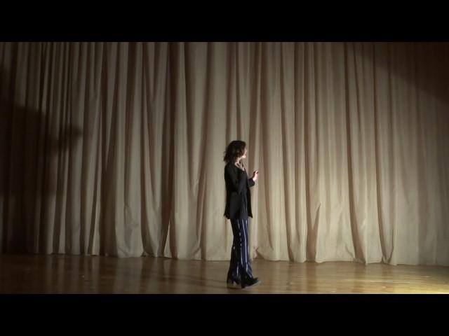 Изображение предпросмотра прочтения – ДарьяПриходько читает отрывок изпроизведения «Облако в штанах» В.В.Маяковского
