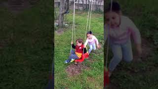 Oyuncu ömer köy evinde salincak keyfi yaptılar eğlenceli çocuk videosu