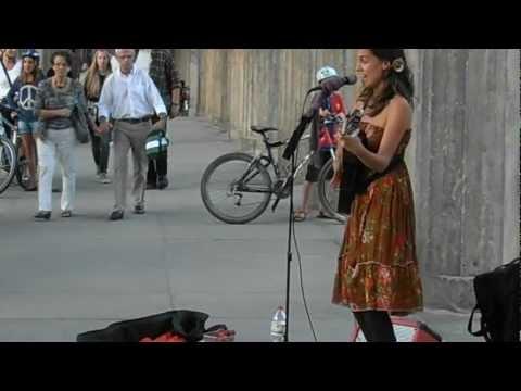 Cantante callejera en Berlín