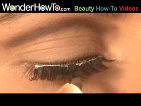 Quick Trick for Putting on False Eyelashes - YouTube