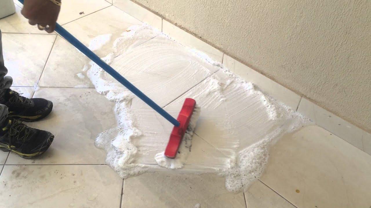 Como limpar pisos manchados e com marcas de pneu amostra - Como limpiar piso de parquet manchado ...