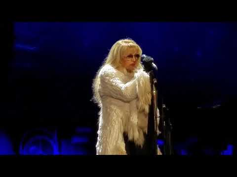 Stevie Nicks performs Twilight-inspired Moonlight at Resch Center in Green Bay (Go, Packers!)
