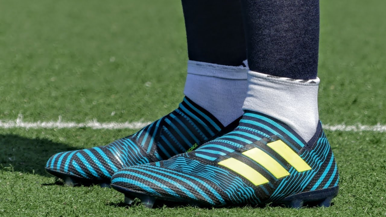 dietro a Abituarsi a latte bianco  Lionel Messi boots: adidas NEMEZIZ 17+ | Play Test & Review | (Slow Motion)  ITA/ENG - Pirelli7 - YouTube