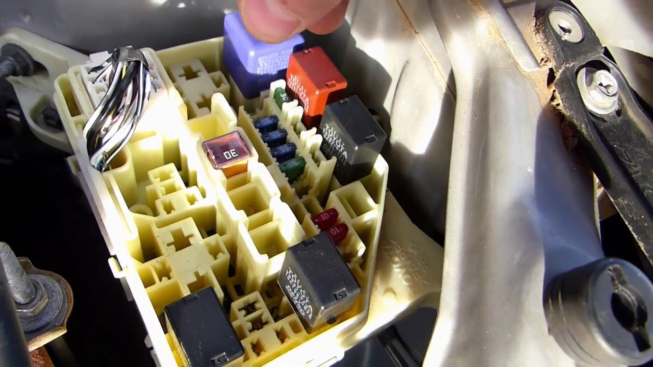 toyota yaris fuse box code wiring diagrams konsult how to change fuses on toyota yaris echo [ 1280 x 720 Pixel ]