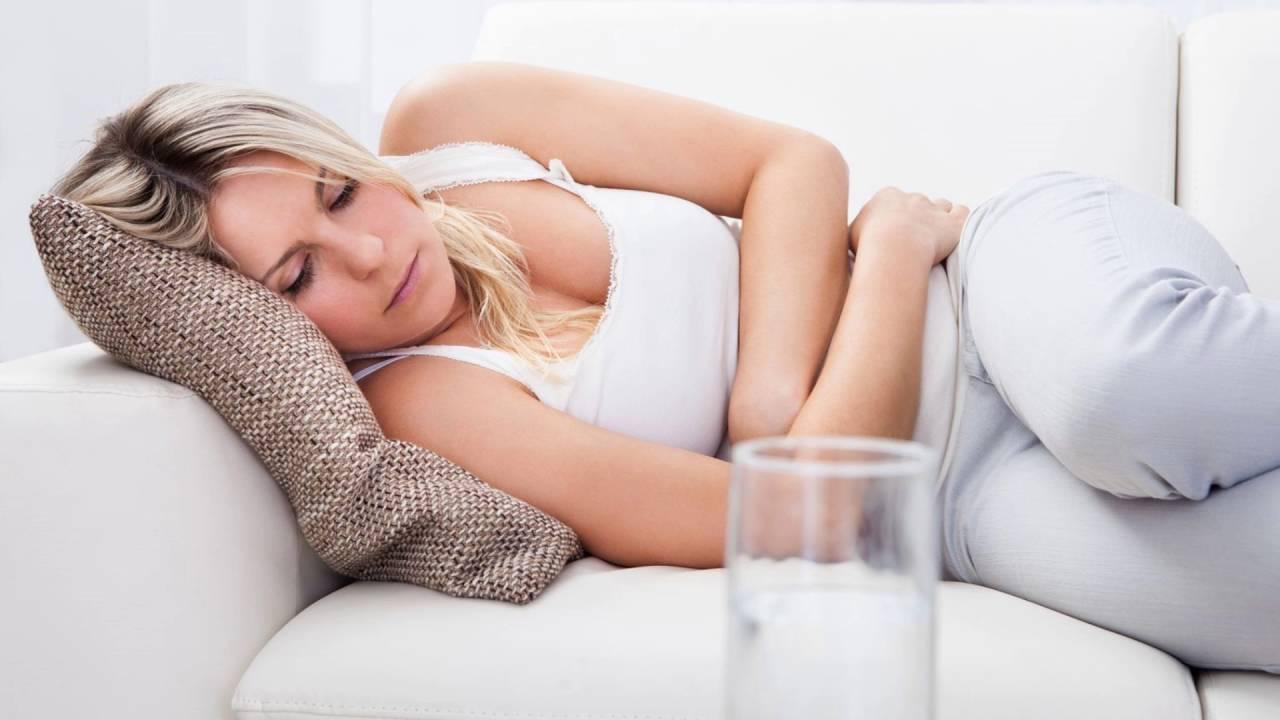 Почему болит живот перед месячными — причины