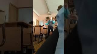 Школьные танцы на уроке музыки