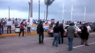 Continúan protestas por Ayotzinapa y represión en Coatzacoalcos