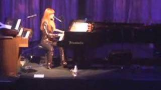 Tori Amos - Cornflake Girl (Paris) June 02, 2007
