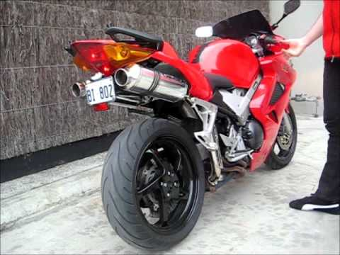 VFR800 2001-2011 WITH REMUS EXHAUST - YouTube