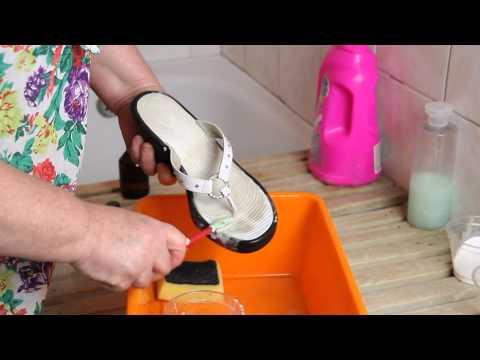 Вопрос: Как чистить сандалии?