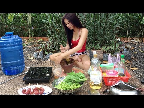 Viral Video Cooking-Cambodian Villager Food- Cute Girl Fry Chicken With Chili
