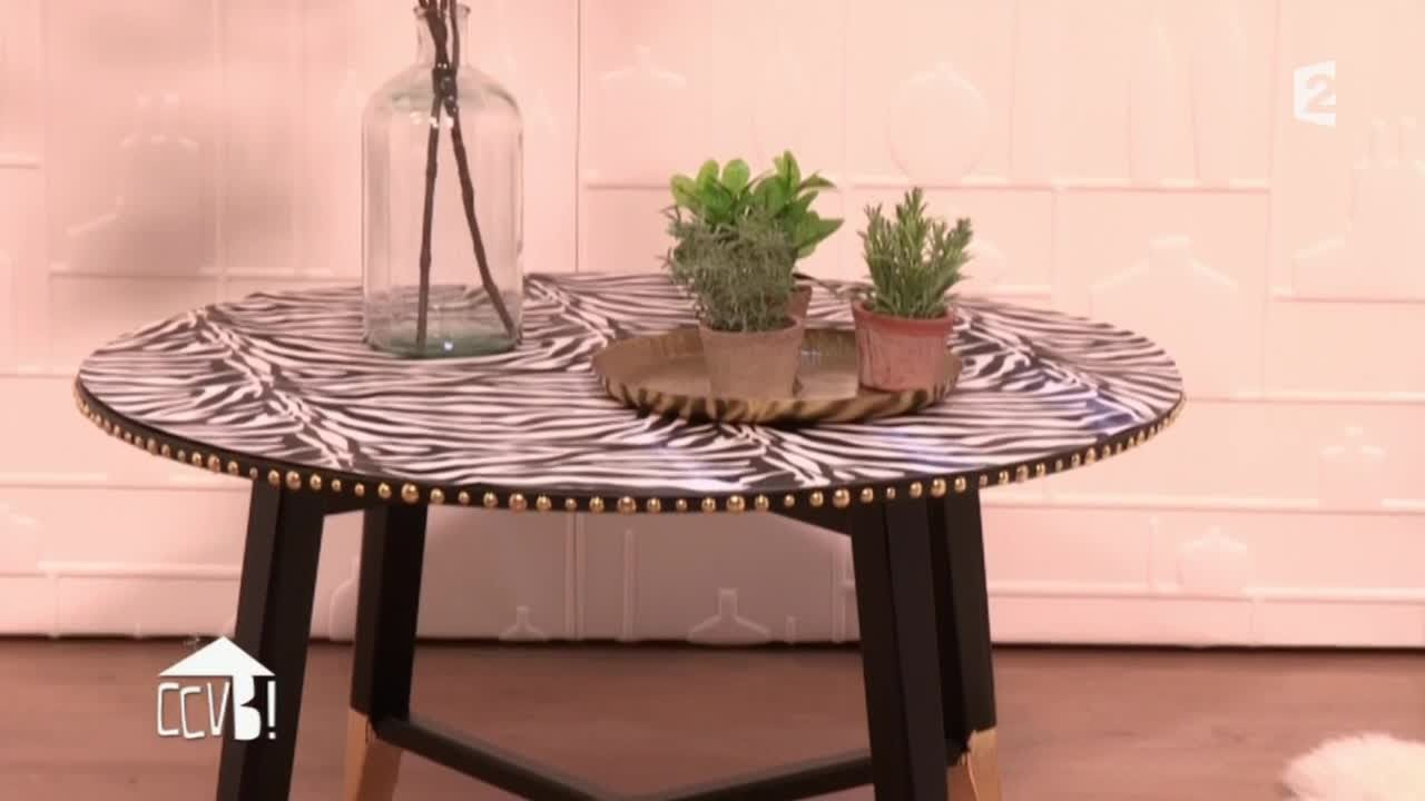 Relooker une table basse dans un style rock ccvb youtube for Table basse kreabel