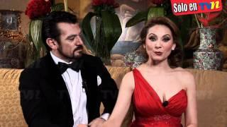 Jorge Salinas y Elizabeth Alvarez presumieron el anillo