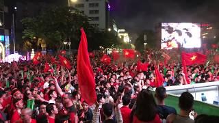 Phố đi bộ Nguyễn Huệ nổ tung khi Việt Nam giành cúp vô địch AFF CUP 2018