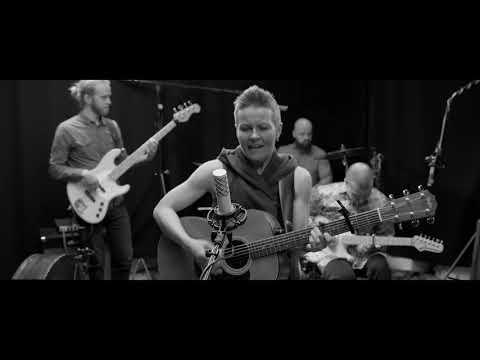 Désirée Saarela & Triskel - Redo för det som väntar (live)