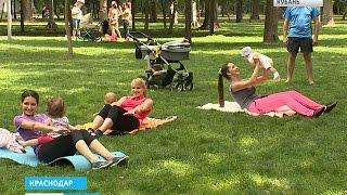 В фитнес-программе для молодых мам ребенок - главный помощник