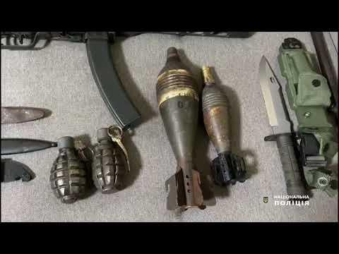 Поліція Одещини: Правоохоронці викрили одесита у незаконному зберіганні зброї, бойових припасів та вибухових речовин
