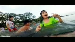 Mga Bata Nag Tampisaw Sa Beach