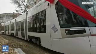Baixar Explosion-proof light rail train rolls off assembly line in NE China