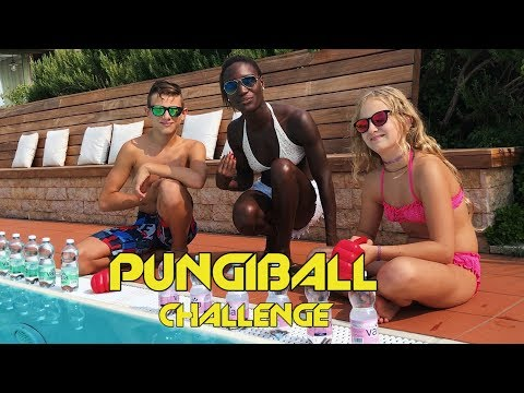 PUNGIBALL CHALLENGE IN PISCINA  con LISA e CECI 