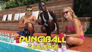 pungiball challenge in piscina  con lisa e ceci 