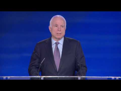 USA - IRAN: Senator McCain trifft Maryam Rajavi - Albanien  April 2017